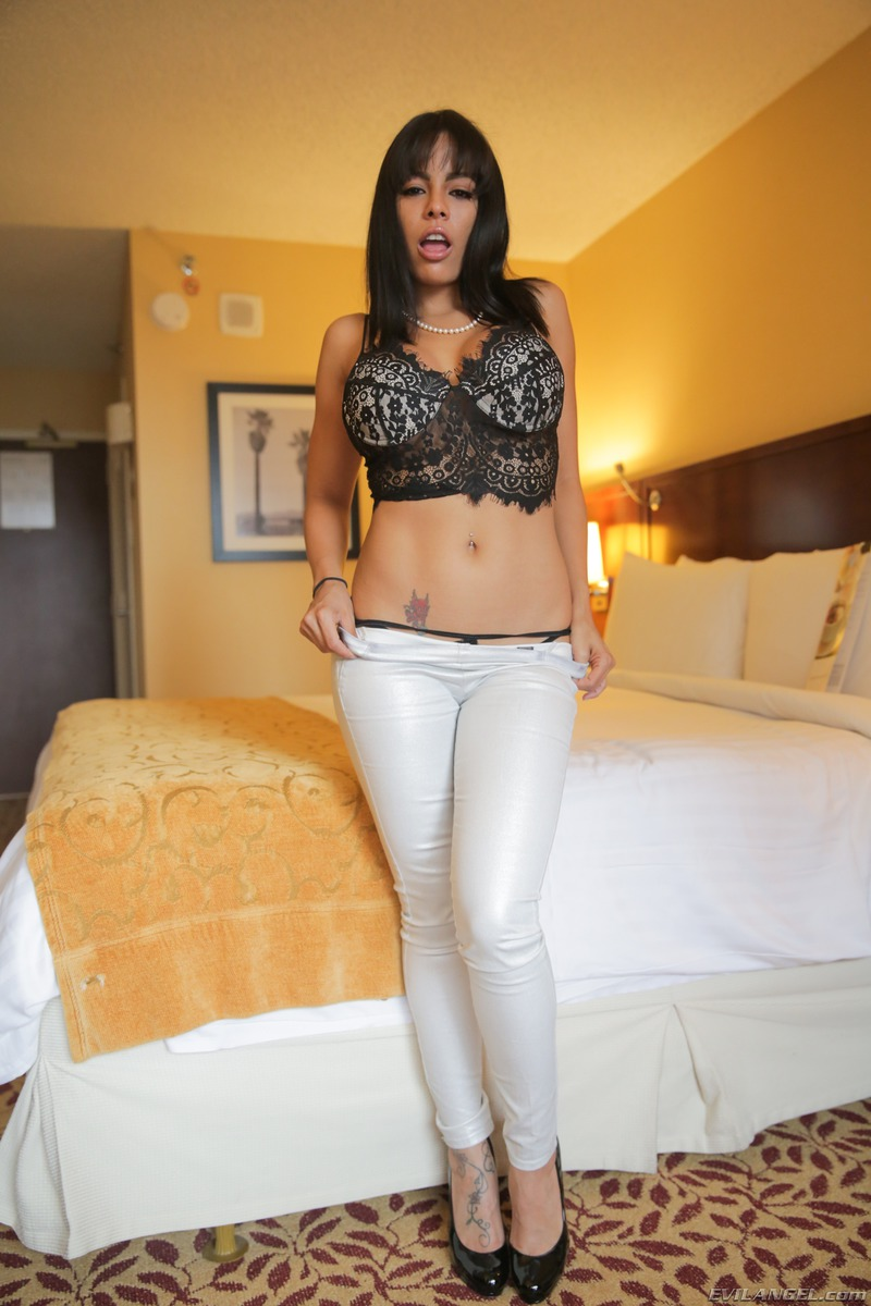 PHOTO   00 40 - Conchita Big Booty