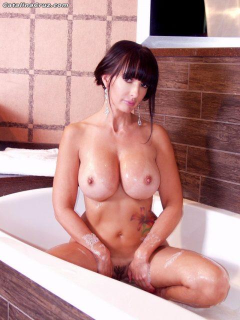 PHOTO | 00 79 480x640 - Catalina Cruz Naked Taking A Hot Bath