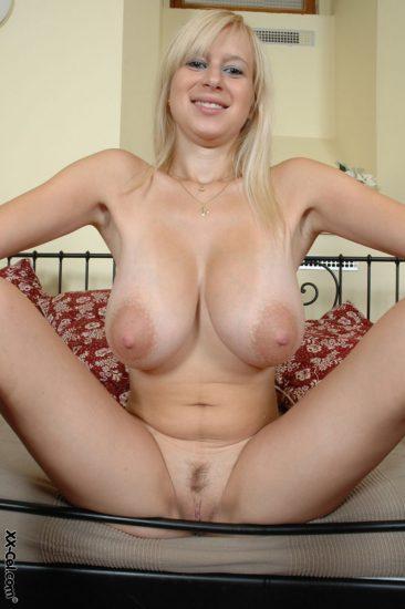 PHOTO | 07 1 366x550 - Big Tits Girlfriend