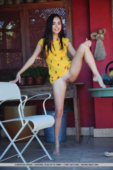 PHOTO | 12 8 366x550 - Deliious Exotic Girl Posing Nude