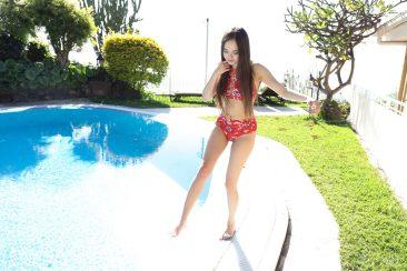 PHOTO | Li Moon 00 366x244 - Li Moon In Red Summer Fun