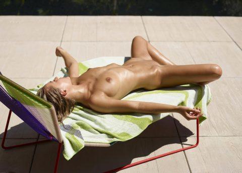 PHOTO | 00 109 480x343 - Oiled Girl Darina L Burning Hot