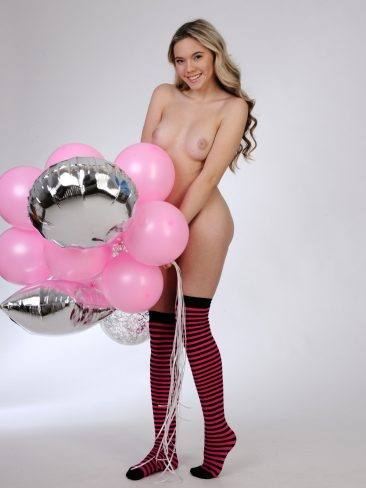 PHOTO | 00 43 366x488 - Pink Balloons - Larissa J - Premiere