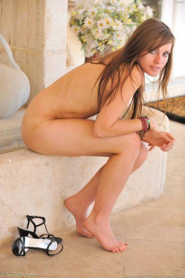 PHOTO | 11 31 366x550 - Sensual Nudes