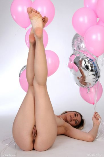 PHOTO | 13 34 366x549 - Pink Balloons - Larissa J - Premiere