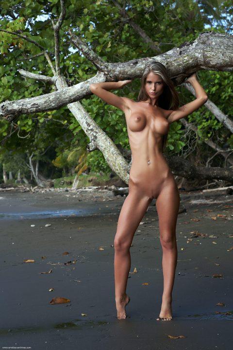 PHOTO   00 131 480x720 - Seaside Exercise with Nessa Devil