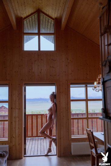 PHOTO   05 61 366x549 - Sensual And Naked Lady Allie Leggett