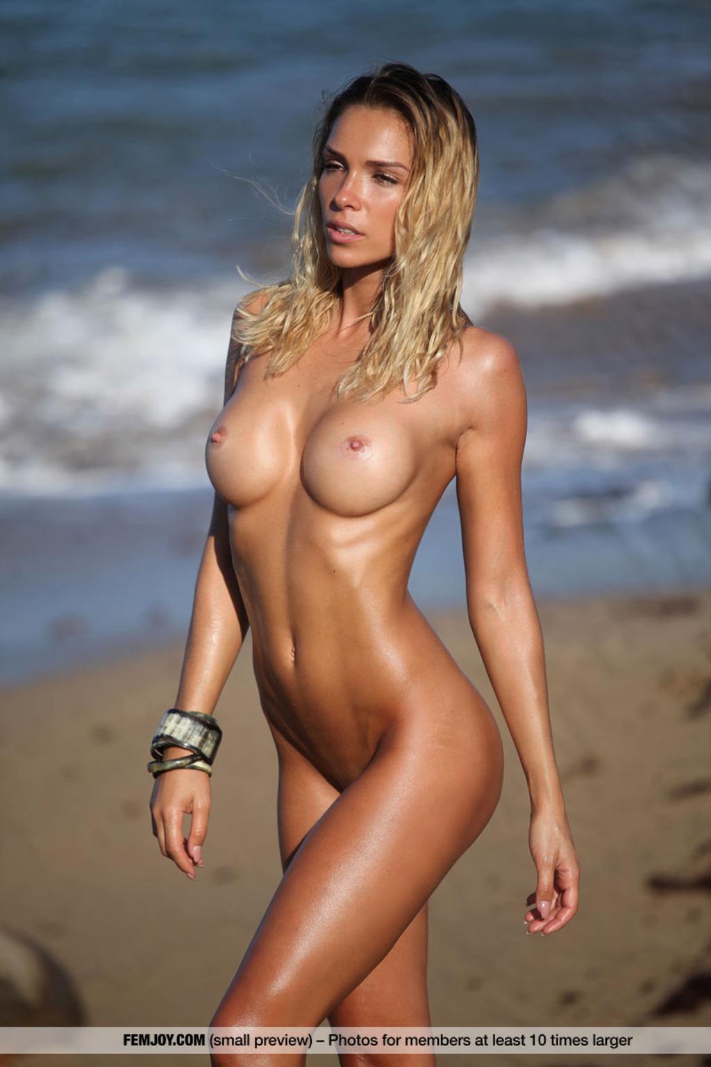 PHOTO | Amber A 00 - Amber A At Secret Beach