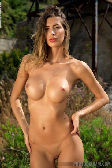 PHOTO | Claudia Talking Body 11 366x549 - Claudia - Talking Body