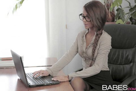 PHOTO | 00 169 480x320 - Sexy secretary