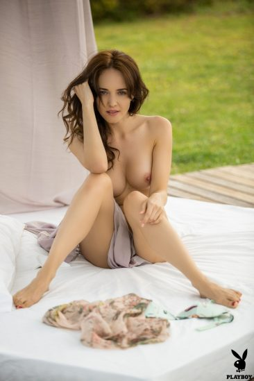 PHOTO   02 67 366x549 - Bianka Helen Showing Her Shaven Pussy