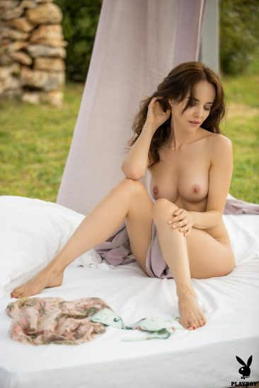 PHOTO   03 67 366x549 - Bianka Helen Showing Her Shaven Pussy