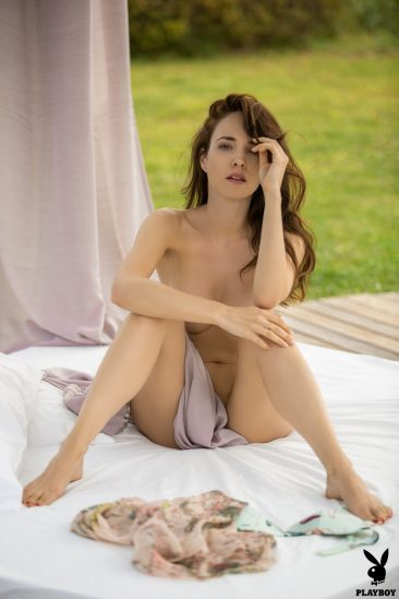 PHOTO   04 67 366x549 - Bianka Helen Showing Her Shaven Pussy