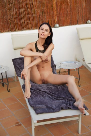 PHOTO | 08 137 366x549 - Gorgeous Italian brunette Sade Mare stretches out