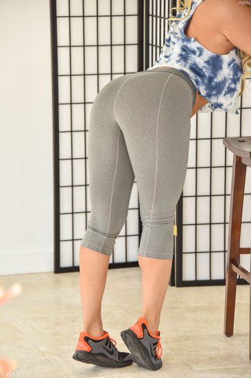PHOTO | Blonde MILF Nikki 12 366x550 - Dutch Playmate Jade