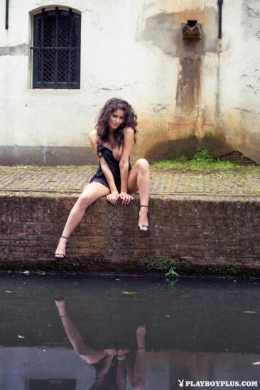 PHOTO | Jade 01 366x549 - Dutch Playmate Jade