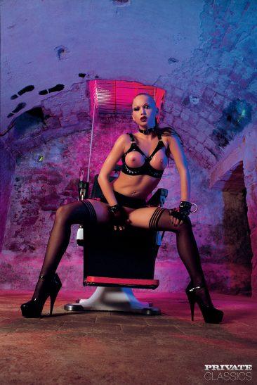 PHOTO | 00 41 366x547 - Cristina Bella - Black Latex Porn