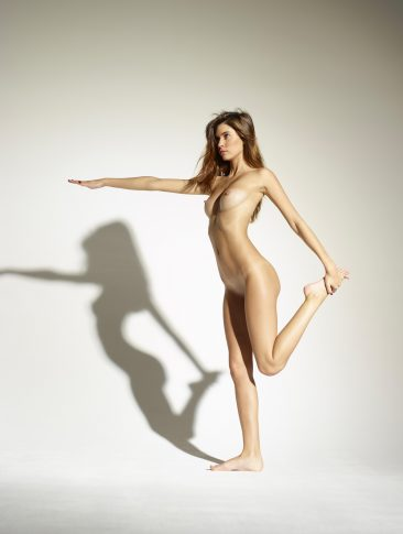 PHOTO | 00 44 366x485 - Leggy Girl Victoria R Body Balance