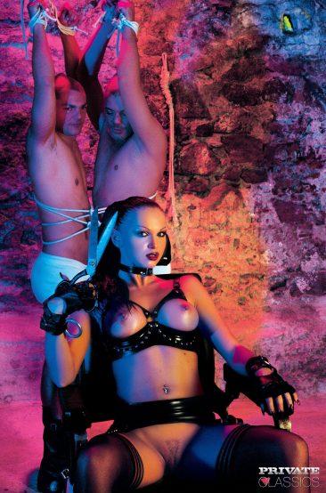 PHOTO | 01 34 366x554 - Cristina Bella - Black Latex Porn