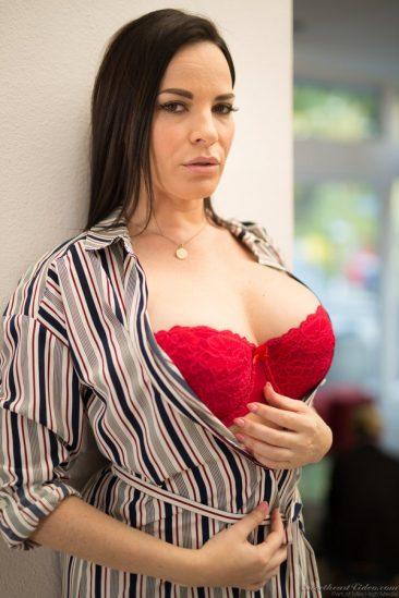 PHOTO   01 55 366x549 - Sexy Dana