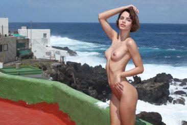 PHOTO   02 81 366x244 - Sexy Ariela In Tight Swim Suit