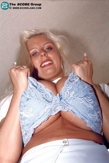 PHOTO | 03 78 366x549 - Blonde Milf Julia Miles