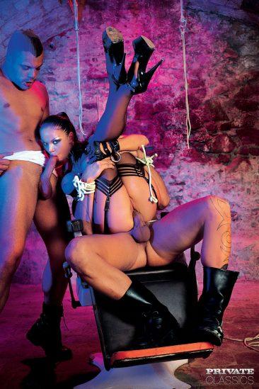 PHOTO | 04 34 366x549 - Cristina Bella - Black Latex Porn