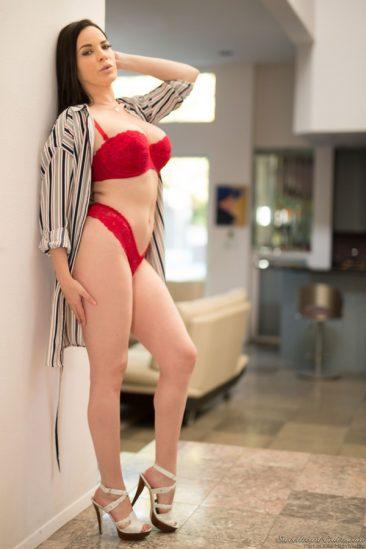 PHOTO | 04 41 366x549 - Sexy Dana