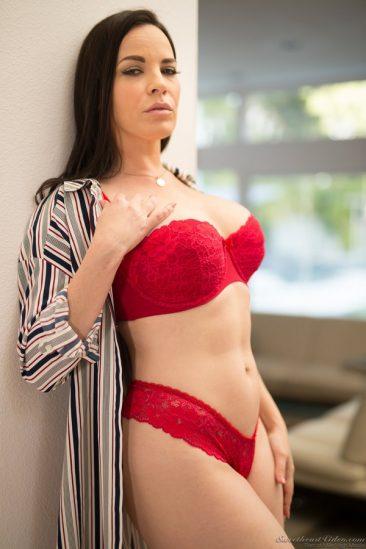 PHOTO   05 55 366x549 - Sexy Dana
