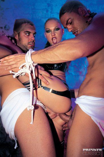 PHOTO | 08 34 366x551 - Cristina Bella - Black Latex Porn