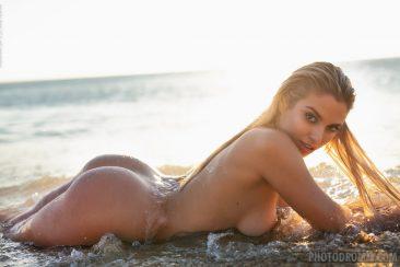 PHOTO | 08 83 366x244 - Margot Splash