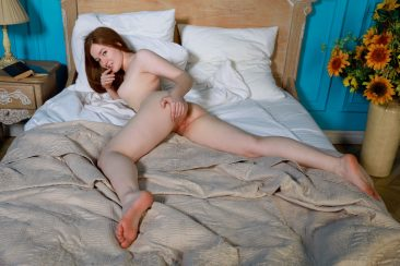 PHOTO   09 38 366x244 - Horny Morning With Sweet Girl