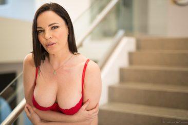 PHOTO | 10 42 366x244 - Sexy Dana