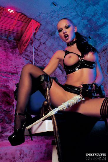 PHOTO | 11 35 366x549 - Cristina Bella - Black Latex Porn