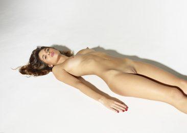 PHOTO | 12 36 366x260 - Leggy Girl Victoria R Body Balance
