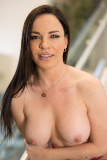 PHOTO | 12 41 366x549 - Sexy Dana