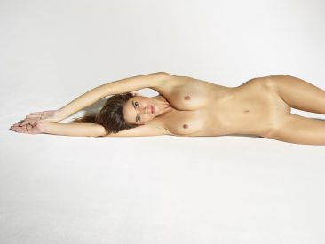PHOTO | 14 35 366x275 - Leggy Girl Victoria R Body Balance