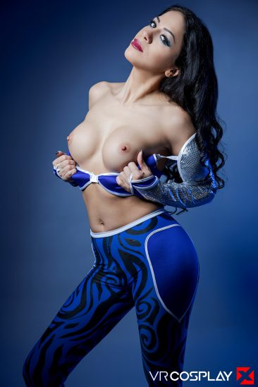 PHOTO | Julia De Lucia 00 366x549 - Julia De Lucia In Aquagirl