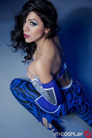 PHOTO | Julia De Lucia 02 366x549 - Julia De Lucia In Aquagirl
