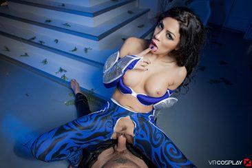 PHOTO | Julia De Lucia 12 366x244 - Julia De Lucia In Aquagirl