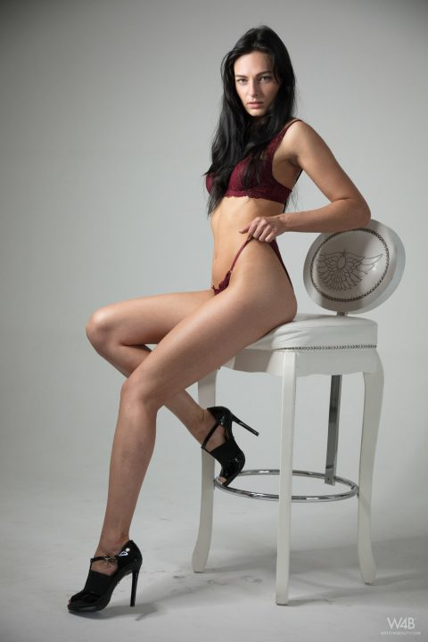 PHOTO | 00 42 480x720 - Leanne Lase Shows Her Sexy Long Legs