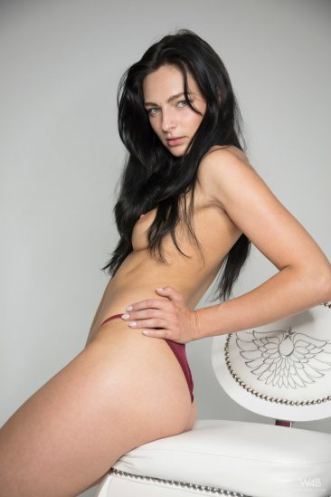 PHOTO   01 38 366x549 - Leanne Lase Shows Her Sexy Long Legs